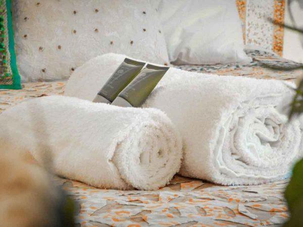 Glastonbury Festival Boutique Camping Bedi tent for 2 towels
