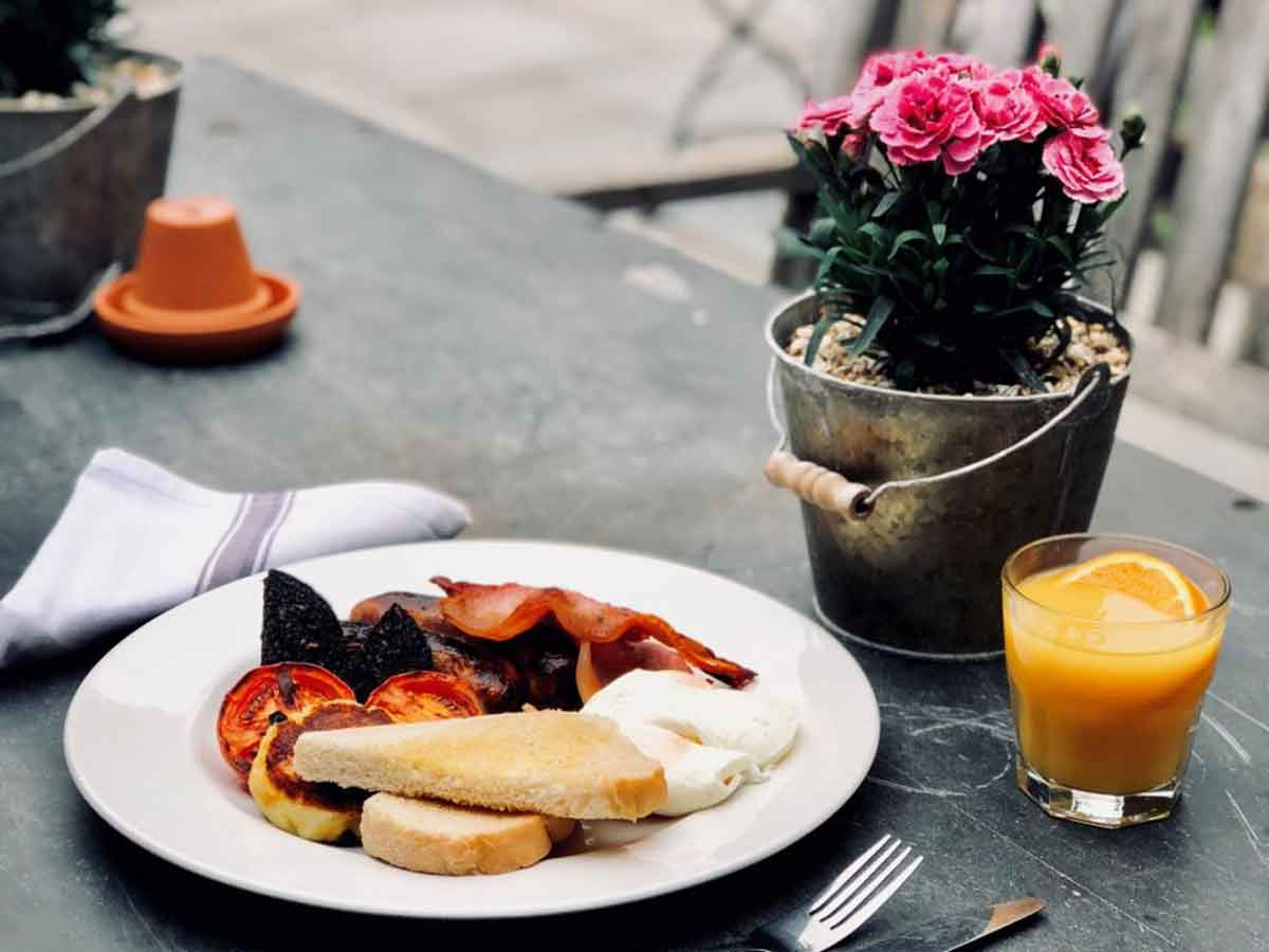 Breakfast at glamping and camping accommodation for Glastonbury Festival